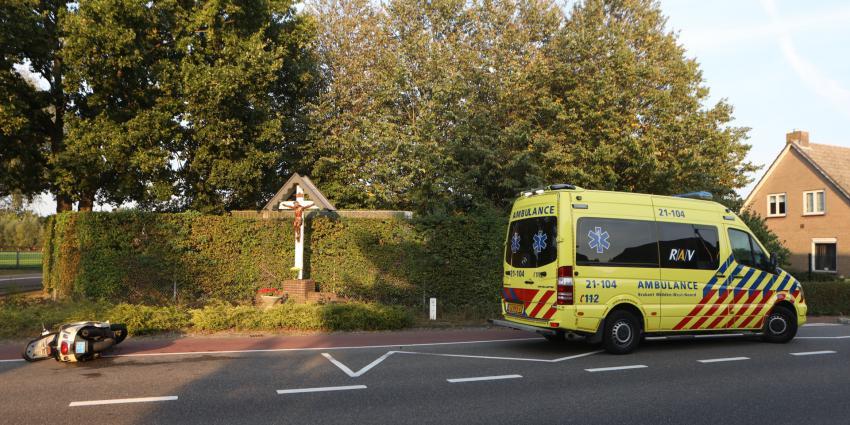 Bestuurder snorfiets in ambulance