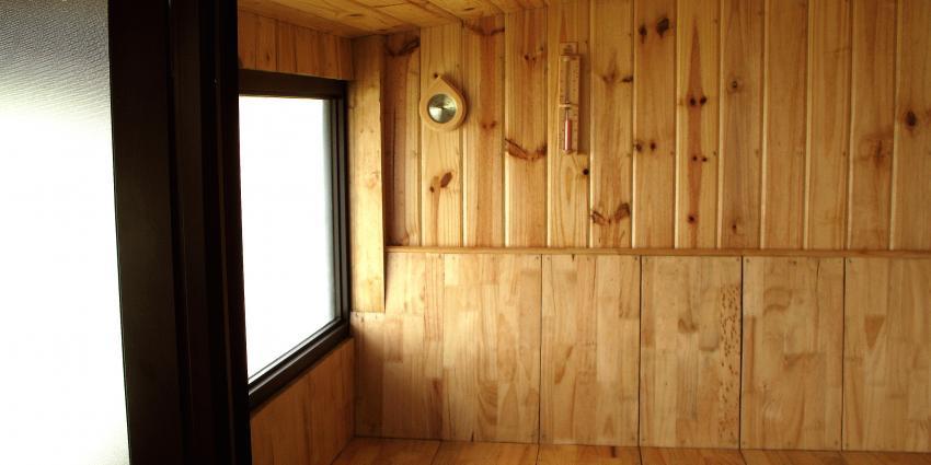 Oproep tot 'stilte' in sauna leidt tot kopstoot