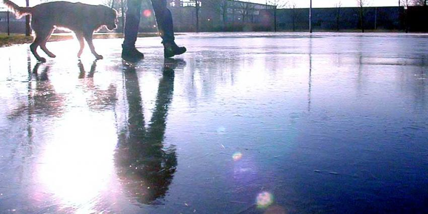Drone vertraagt reddingsactie met politieheli voor door ijs gezakte schaatser