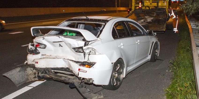 Veel schade bij aanrijding drie voertuigen A20