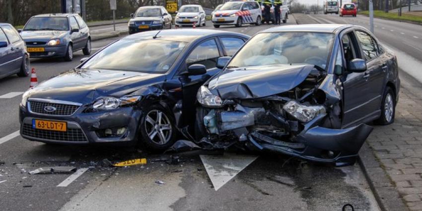 Forse schade na aanrijding in Schiedam