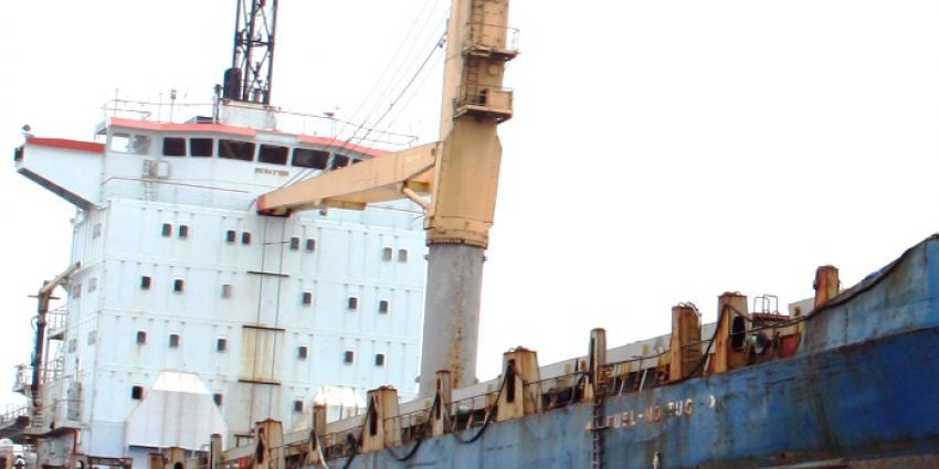Brand in laadruim met meel zeeschip Amsterdam