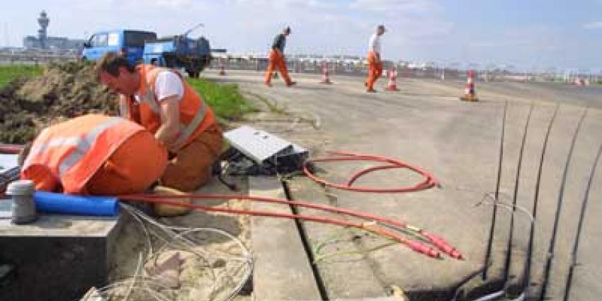 Foto van onderhoud op startbaan Schiphol | Archief EHF