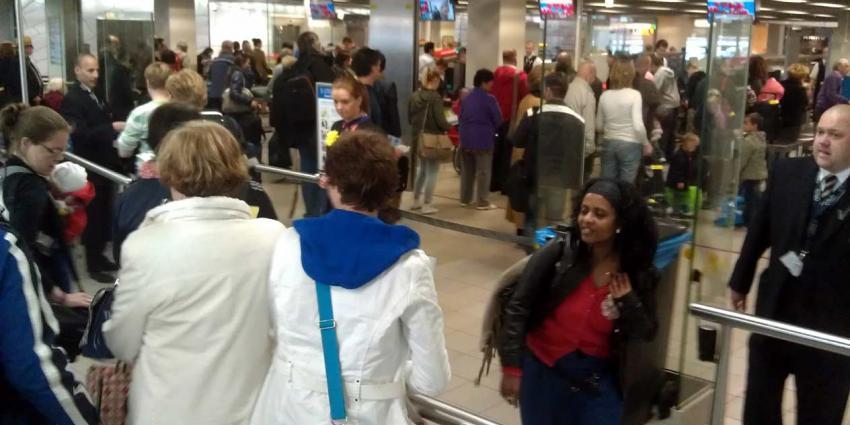 No-trolley-wachtrij moet wachtrijen Schiphol doen slinken
