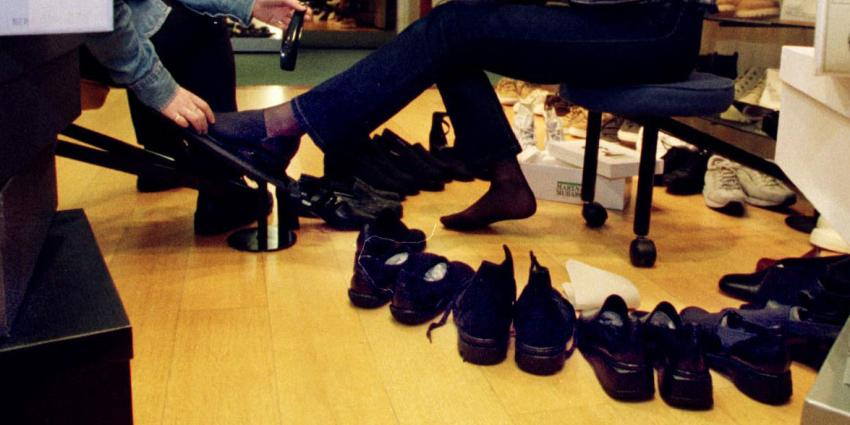 Weer honderden banen weg na omvallen schoenenwinkels
