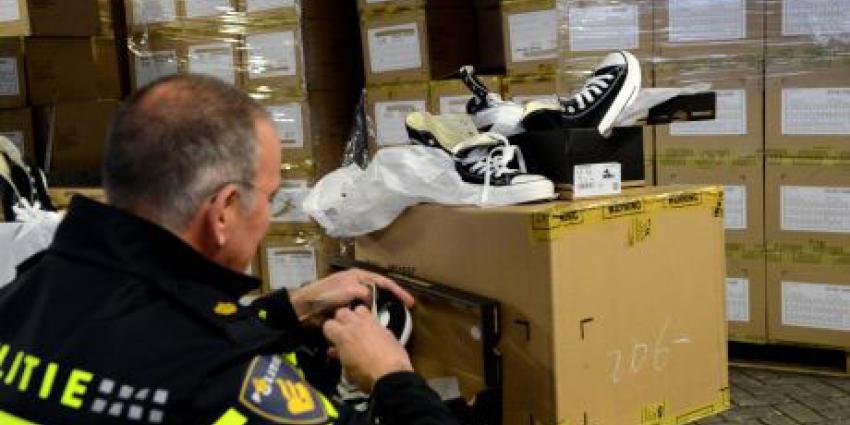 Politie neemt grote partij nagemaakte schoenen in beslag