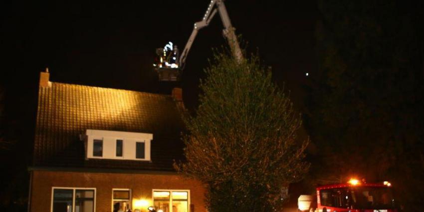 Brandweer moet hakken en breken bij schoorsteenbrand in Boxtel