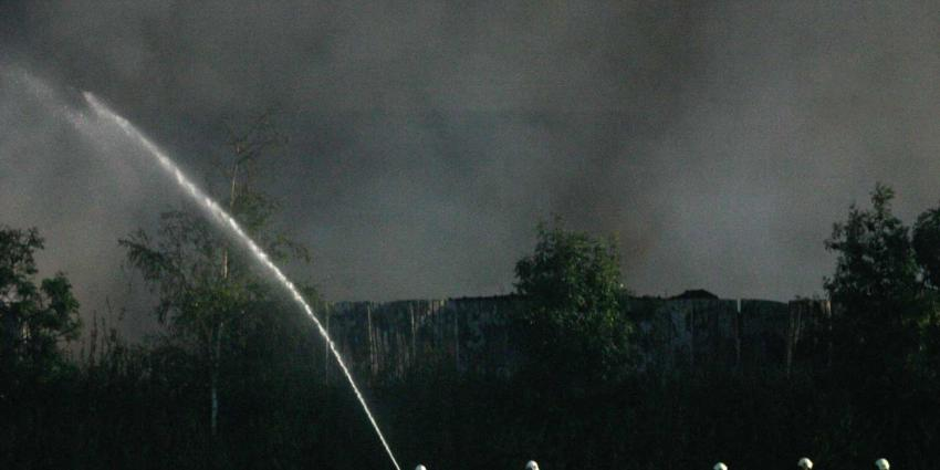 Grote schuurbrand Zieuwent, twee personen naar ziekenhuis