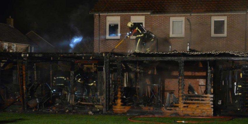 Uitslaande brand verwoest schuren in Wildervank