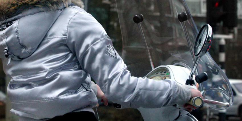 scooter-meisje-verkeer