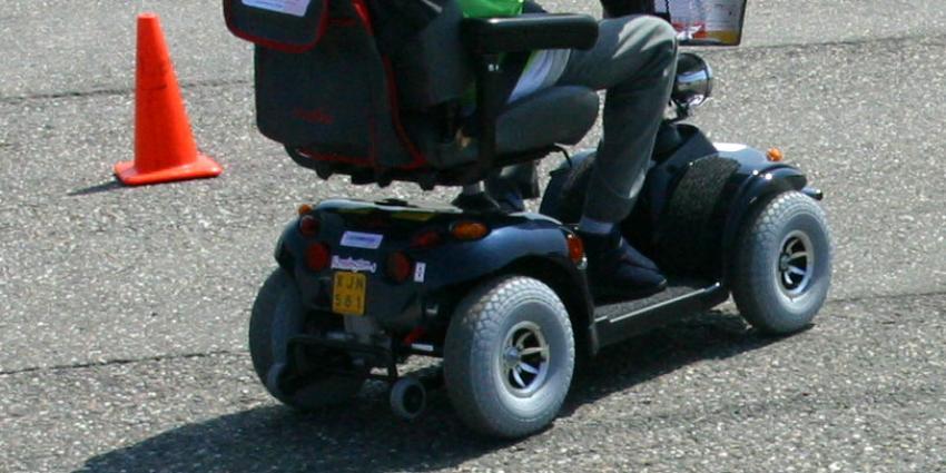 Man met scootmobiel overleden na aanrijding met vrachtauto