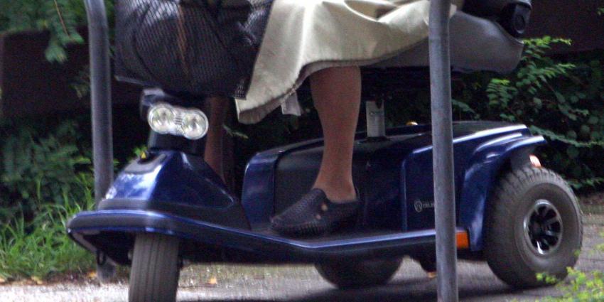 Vrouw (74) op scootmobiel omgekomen bij aanrijding