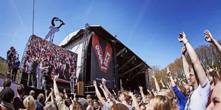 Erben Wennemars breekt record met selfiestick van 10 meter