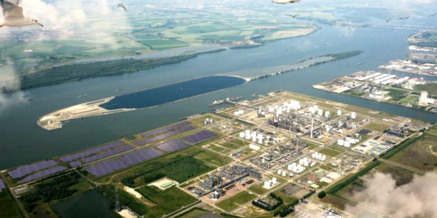 Shell Moerdijk gaat stroom van eigen 50.000 zonnepanelen zelf gebruiken
