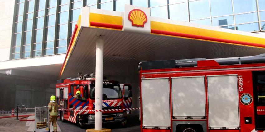 Grote brand in elektriciteitshuisje naast tankstation
