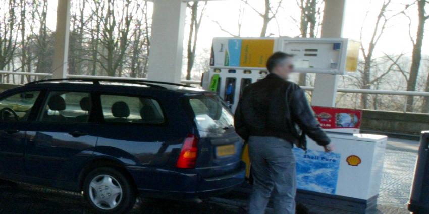 Shelltankstation in Wilnis levert auto's verkeerde brandstof