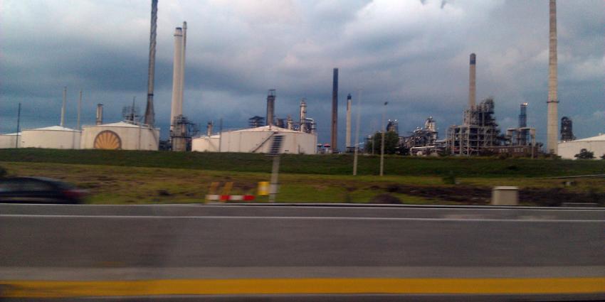 Shell raffinaderij is Pernis ligt volledig stil
