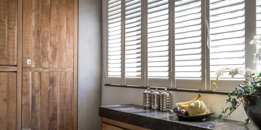 Besparen op warmte en elektriciteit met raamdecoratie