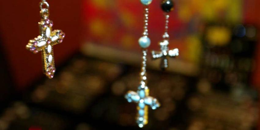 Een vijfde van onderzochte sieraden is schadelijk voor onze gezondheid