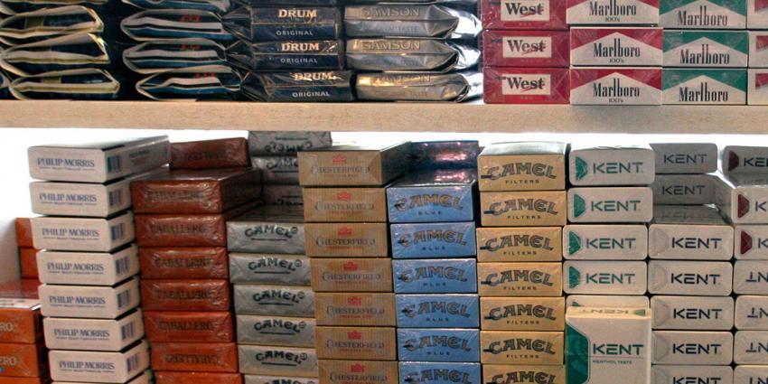 Illegale sigarettenfabriek aangetroffen in loods met 6 geknevelde personen