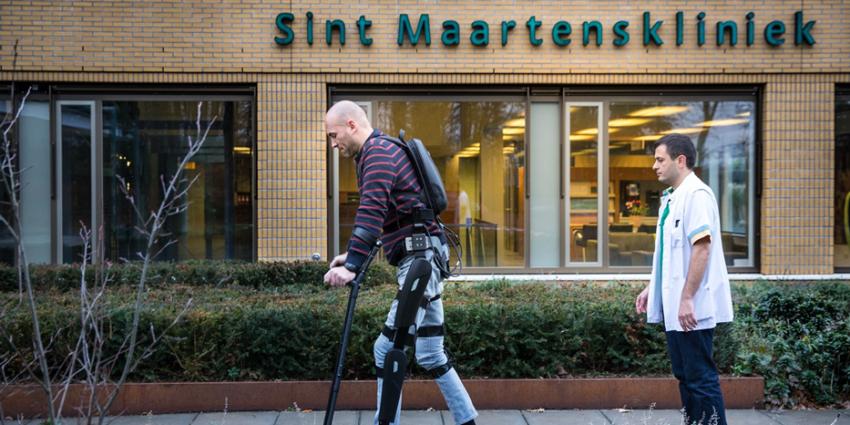 Dwarslaesiepatiënt loopt weer dankzij robotpak