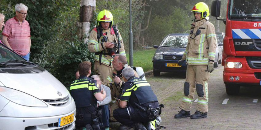 Brandweer redt man uit woning tijdens flinke brand