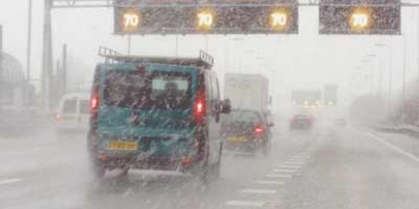 Veel glijpartijen met blikschade op Nederlandse wegen