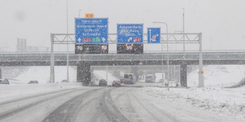 Sneeuw op snelweg