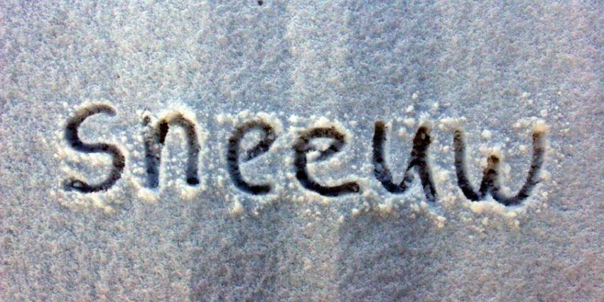 Dak bedrijfspand in Scheemda bezwijkt onder dik pak sneeuw