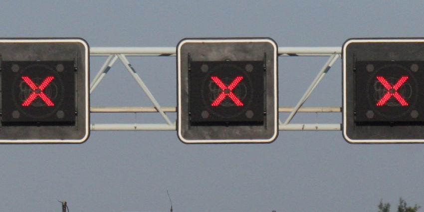 Groot ongeluk op A16, hoofdrijbaan naar Rotterdam afgesloten