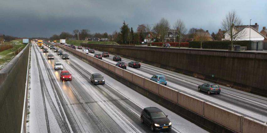 snelweg-sneeuw