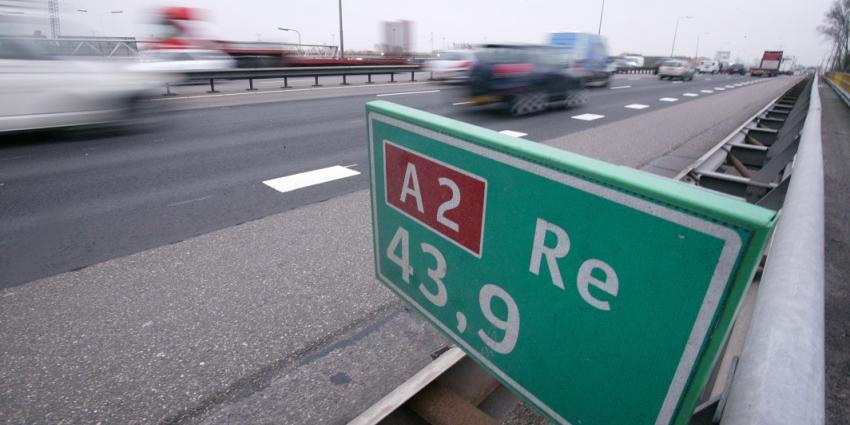 Problemen op A2 door aanrijding drie vrachtwagens