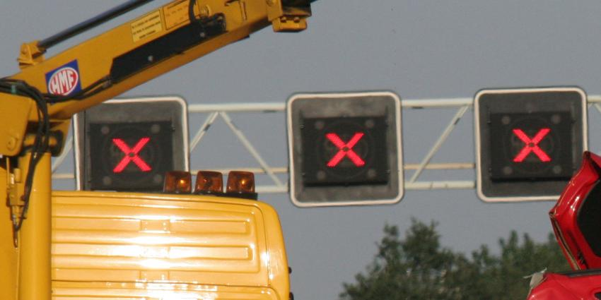 A16 dicht na ernstig ongeval