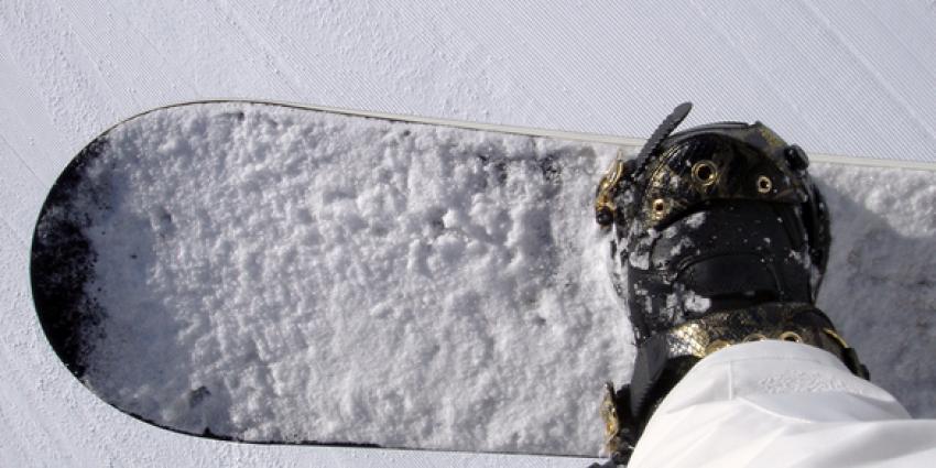Einde Olympische Spelen voor snowborder Niek van der Velden na valpartij