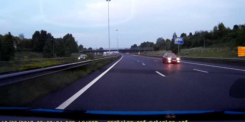 Spookrijder gecrasht na 17 km tegen verkeer in op A4