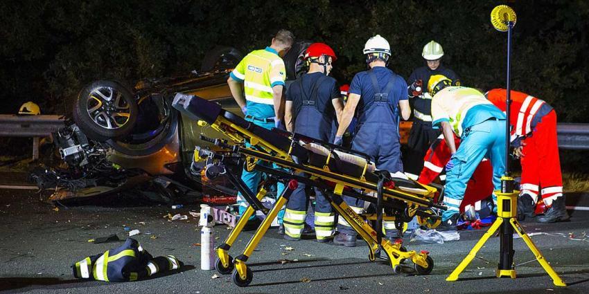 Twee doden bij ernstig ongeval met spookrijder op snelweg A2 bij Best