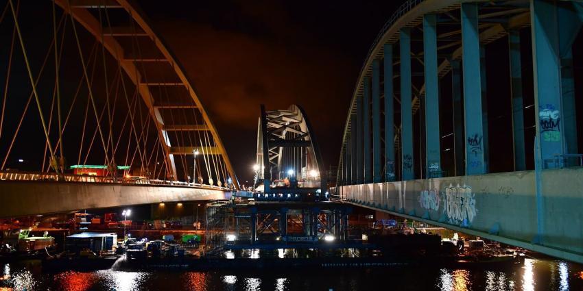 Spoorbrug Utrecht ligt op zijn plek