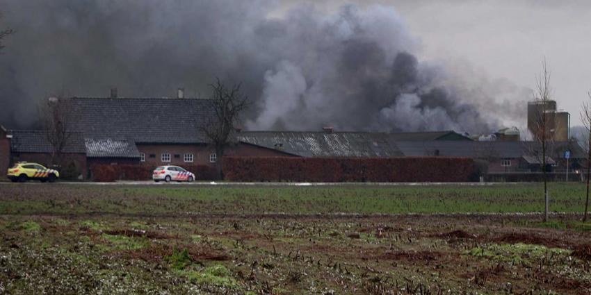 Felle brand in stal Winkelsestraat Biezenmortel