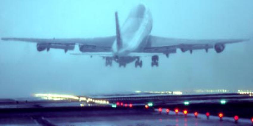 Foto van landend vliegtuig met zijwind Schiphol | Archief EHF