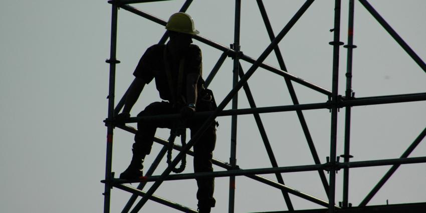 Foto van bouwvakker op steiger