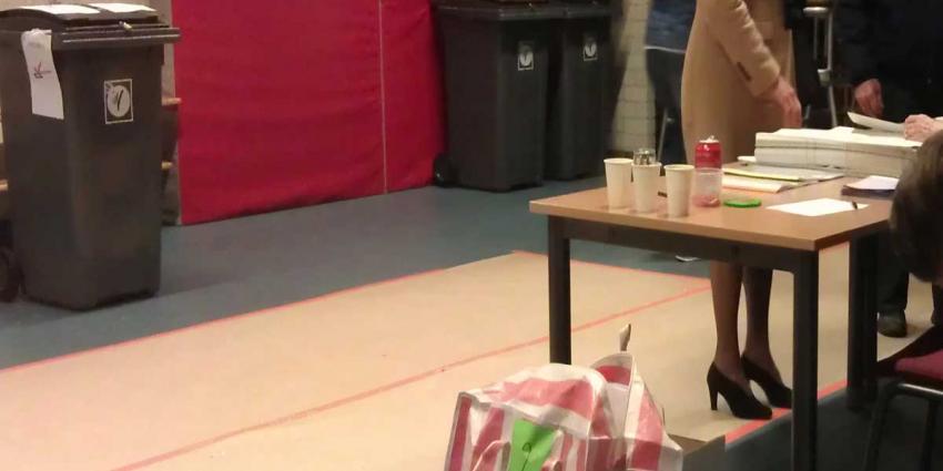 Stembureaus Nijmegen langer open door drukte en tekort aan stembiljetten
