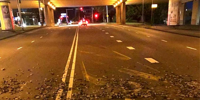 'Regen' van stenen viaduct RAI beschadigt auto
