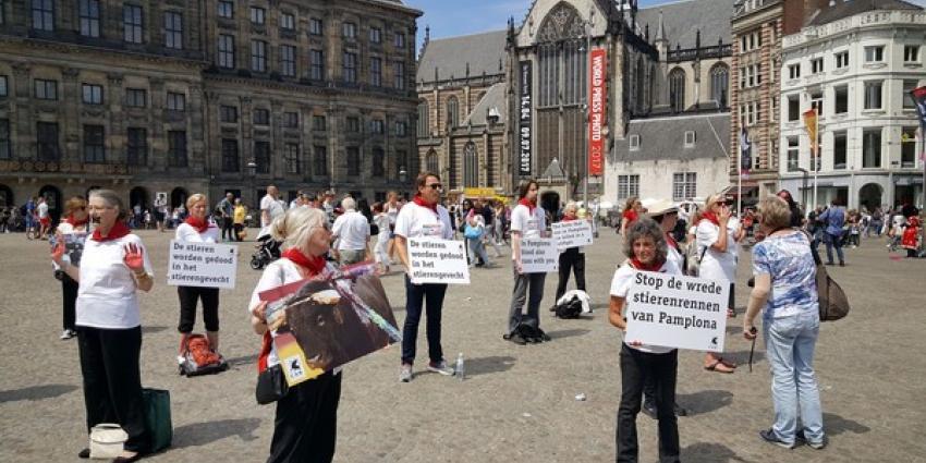 Protest op de Dam tegen stierenvechten in Spanje