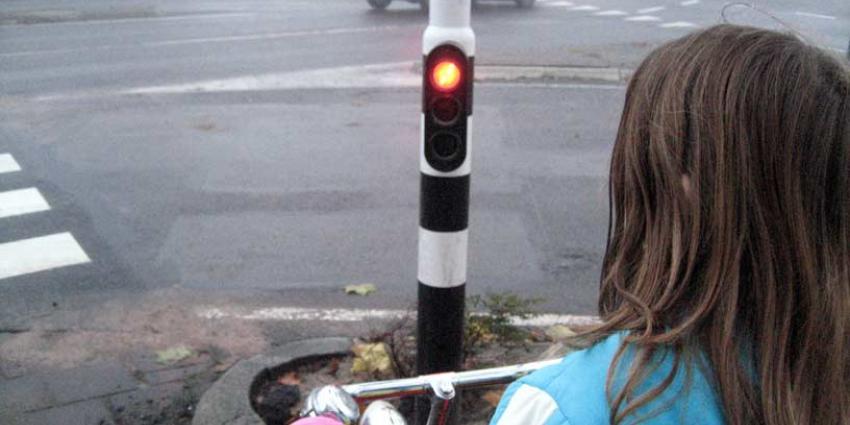 Verkeerslicht op de stoep voor telefoonjunks
