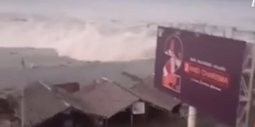 Al meer dan 800 doden na aardbeving en vloedgolf op Sulawesi