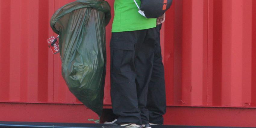 Foto van jongeren met taakstraf afval opruimen | Archief EHF