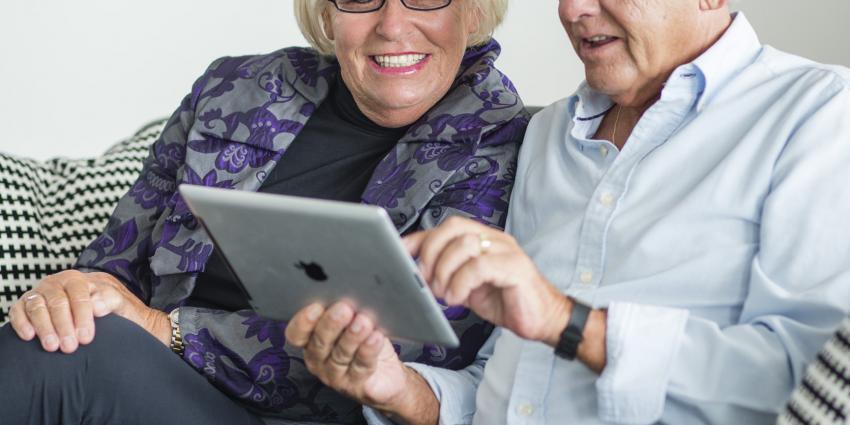 Senioren nu ook last van tablet-nek