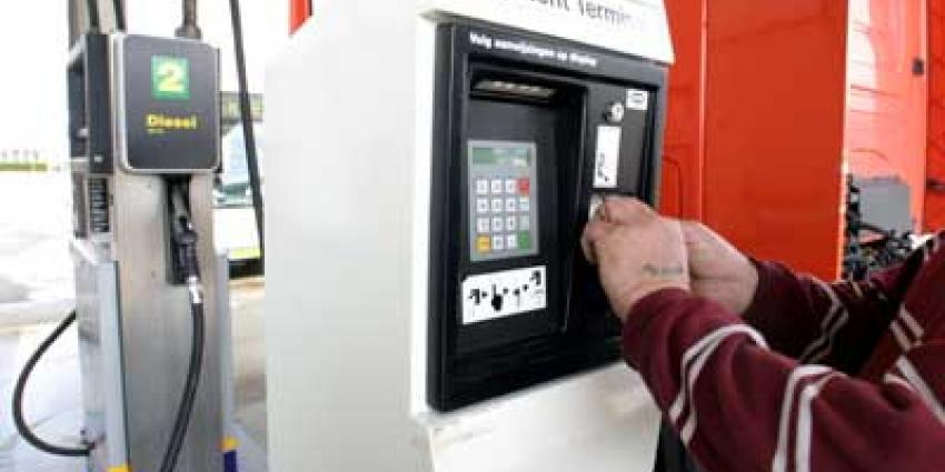 Foto van pinnen bij tanken van diesel | Archief EHF
