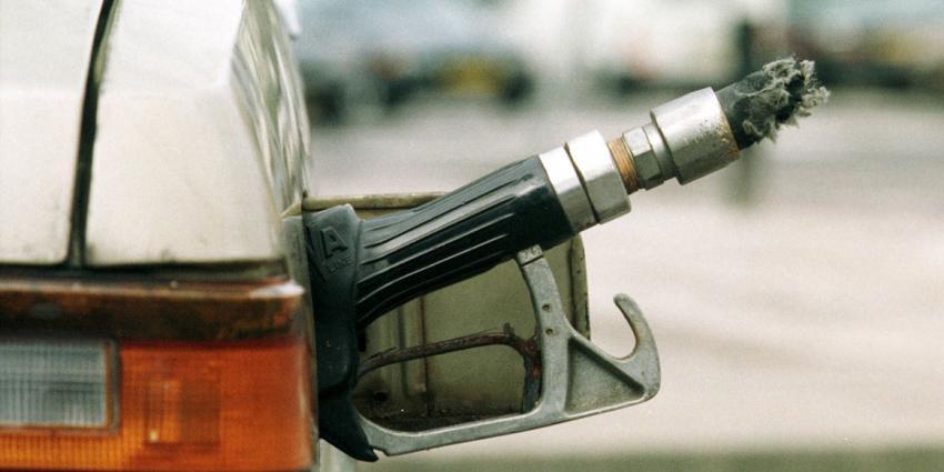 Meerdere brandstoftanks auto's lekgestoken in Capelle aan den IJssel