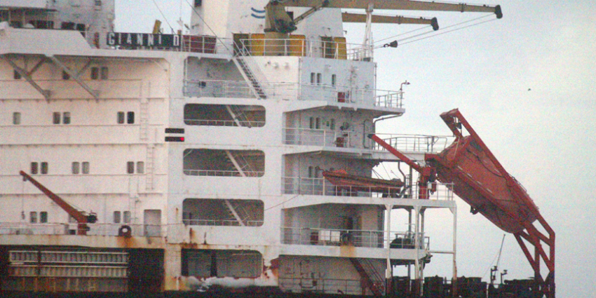Tanker botst op productieplatform Halfweg op Noordzee